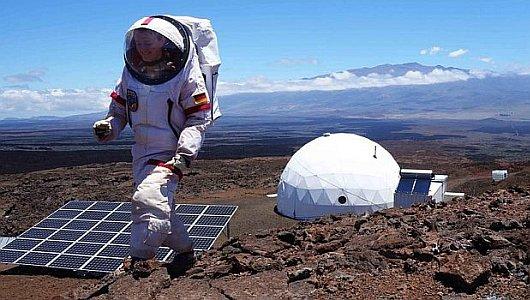 JEZT - Geophysikerin Christiane Heinicke beim Mars-Experiment der NASA - Foto © TU Ilmenau - Carmel Johnston