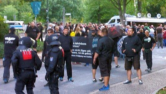 JEZT - Thügida Neo-Nazis marschieren durch das Damenviertel in Jena - Foto 3 - Bildquelle Twitter