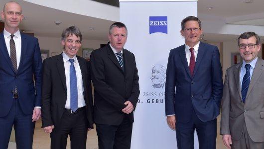 jezt-gruendungsmitglieder-des-geplanten-deutschen-optischen-museums-in-jena-foto-zeiss