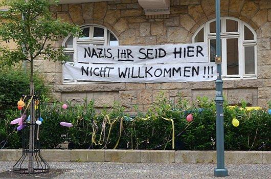 jezt-transparent-im-jenaer-damenviertel-zur-thuegida-demonstration-am-19-8-2016-foto-stadt-jena-glasser