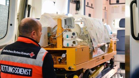 fruehgeborene-wurden-in-speziellen-transportinkubatoren-verlegt-die-eine-konstante-temperatur-garantierten-foto-ukj-szabo