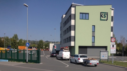 Die Zufahrt zum Städtischen Wertstoffhof in der Löbstedter Straße - Foto © KSJ