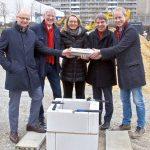 v.l.n.r. Tobias Wolfrum Volker Blumentritt, Gesine Marquardt, Albrecht Schröter, Frank Albrecht. - Foto © JwnaWohnen