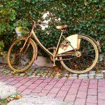 Goldenes Fahrrad am Schillerhof in Jena-Ost. - Foto © MediaPool Jena