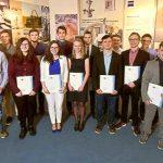Mitte März 2018 erhielten 17 junge Menschen bei ZEISS in Jena ihre Ausbildungs- und IHK-Zeugnisse. - Foto © ZEISS Jürgen Scheere