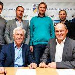 Vertragsunterzeichung beim FCC, Präsident Klas Berke vorne links und Heiko Nowak - Bildrechte FC Carl Zeiss Jena