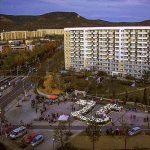 Die leuchtende 25 auf dem Stadtplatz in Lobeda-West - Foto © KOMME e.V. Christian Gensert