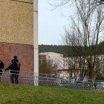 Polizeieinsatz vor dem Haus Max-Steenbeck-Straße 2 in Winzerla. - Foto © MediaPool Jena