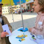 Gespräche am INVO-Stand der FDP Jena-Nord auf dem Emil-Höllein-Platz