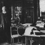 Ernst Haeckel in seinem Arbeitszimmer im Zoologischen Institut der Jenaer Universität im Jahr 1907. - Bildquelle: FSU Jena