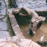 Zeugen gesucht: Brunnenplastik der Froschkönigin im Jenaer Paradies irreparabel beschädigt