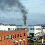 Löbstedt: Hybridfahrzeug in Flammen, Carport mit abgebrannt